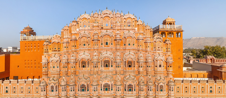 hawa mahal in jaipur with metro taxi service